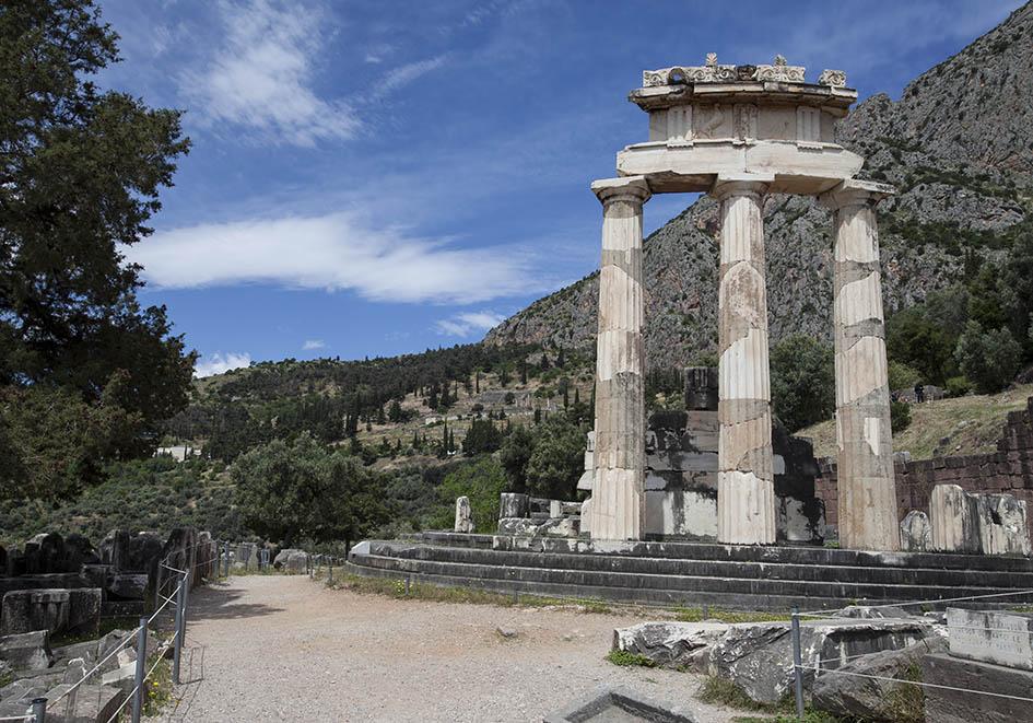 Delfi - Tholos im Heiligtum der Athena Pronaia - Lage im unteren Teil der Ausgrabungen - Delfi