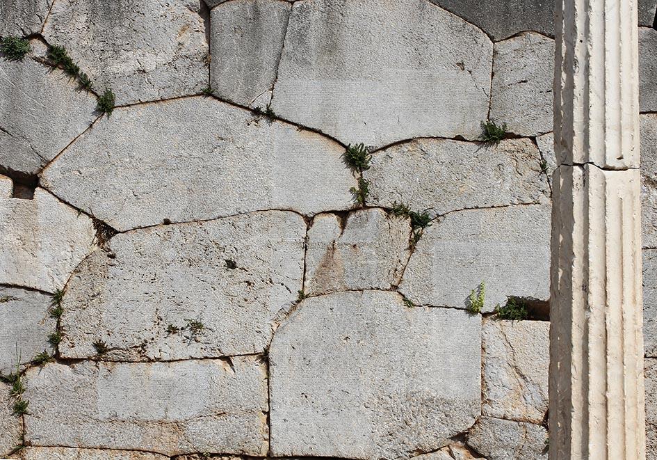Delfi - Mauern an der Heiligen Straße -  - Delfi