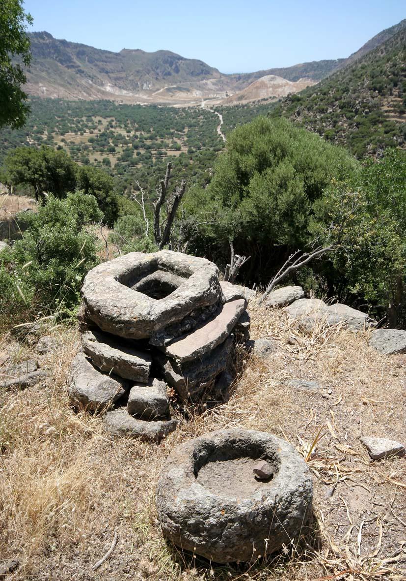 Nisyros - Caldera mit Brunnen -  - Nisyros
