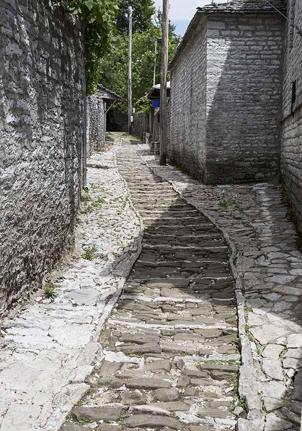 Gasse in Monodendri - Zagori -  - Northern Pindus - Zagori