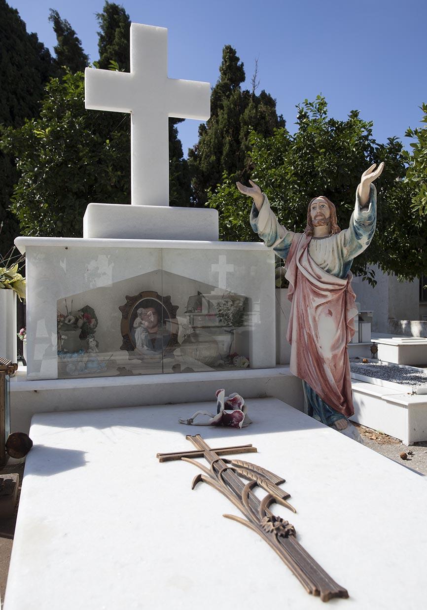 Naxos- Vivlos -  - Griechische Friedhöfe - Greec cemeteries