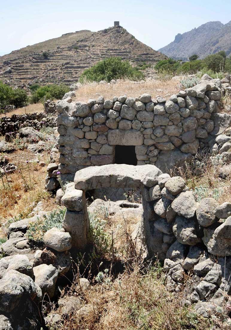 Nisyros  - Steinstall - Ursprüngliche Landwirtschaft - pristine landscape