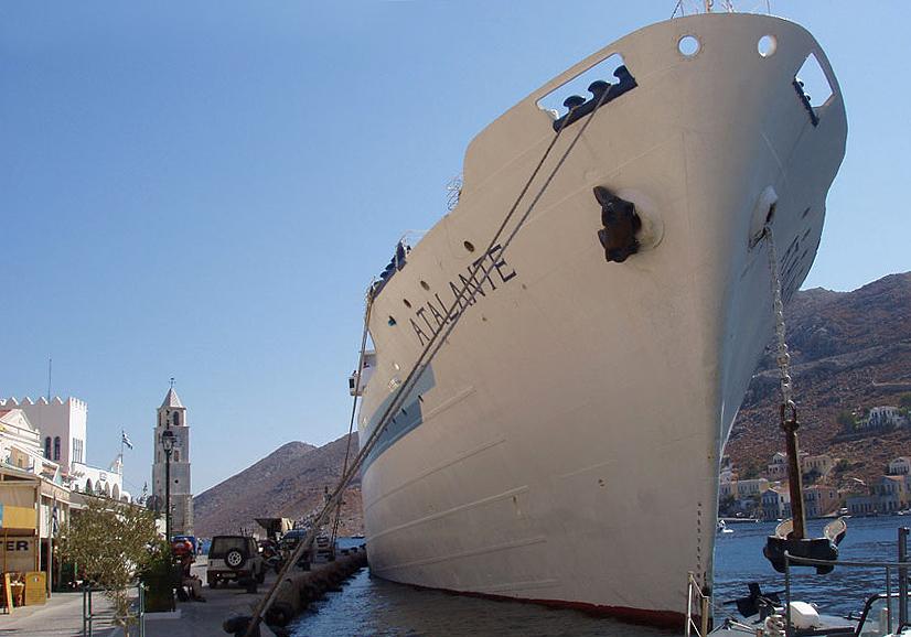 Wolkenkratzer - Gialos (Symi) - Hafen - port